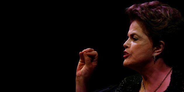 Ex-presidente, Dilma Rousseff ressaltou o cargo que ocupou para ultrapassar o limite de tempo previsto...