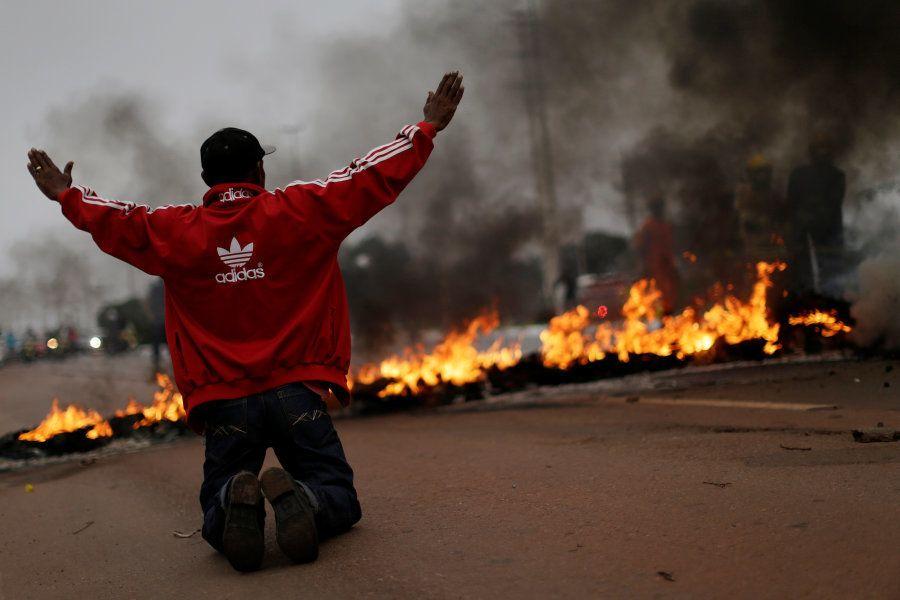 Integrantes do MST protestam em Brasília nesta