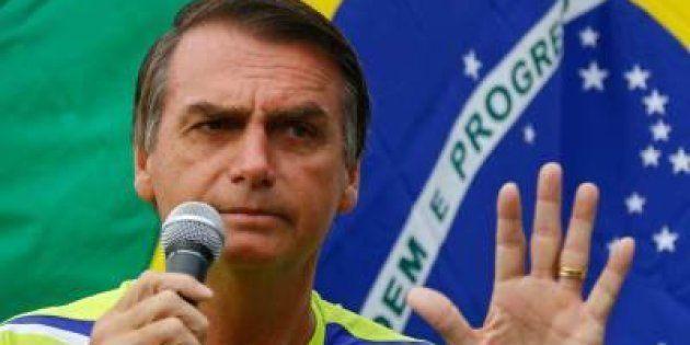 Aproveitando denúncias contra Temer, Jair Bolsonaro faz pré-campanha