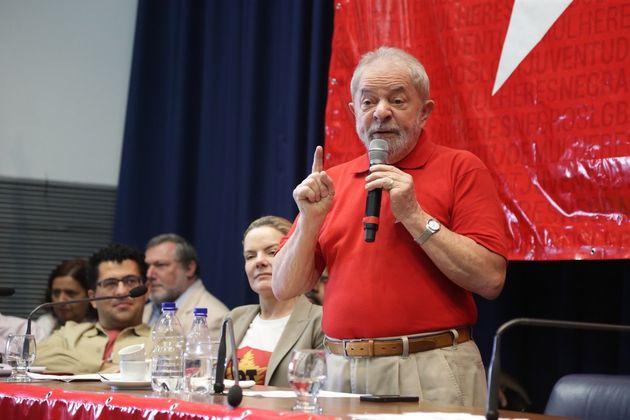 Erros começaram na transição do governo Lula para Dilma, analisa fundador do