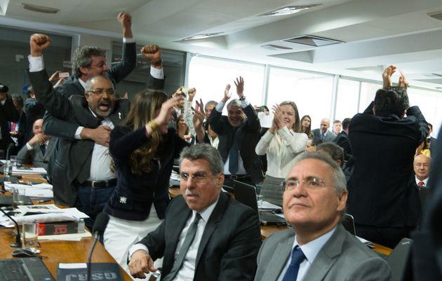 Brasília- DF 20-06-2017 Oposição comemora a vitória na comissão de assuntos socias durante a votação...
