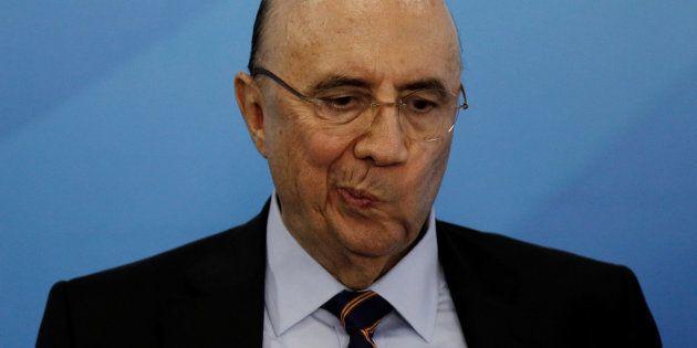 Ministro da Fazenda, Henrique Meirelles acredita que a denúncia de corrupção contra o presidente Michel...