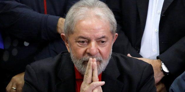 O ex-presidente foi condenado a nove anos e seis meses de