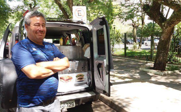 Dono de uma venda de cachorro quente, João Francisco de Carvalho vai fechar o ponto no dia do julgamento:...