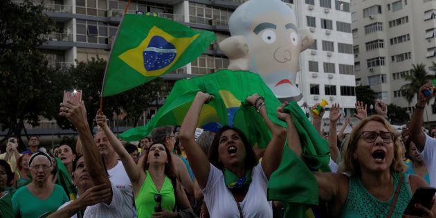 Manifestantes defendem condenação de Lula em segunda