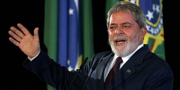 O então presidente Lula faz discurso no Palácio do Planalto em maio de