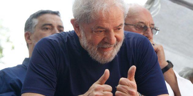 Candidatura de ex-presidente Lula é oficializada em convenção nacional do
