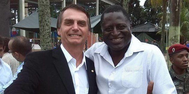 Jair Bolsonaro e Hélio Negão em foto divulgada em fevereiro de