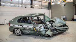 O que acontece quando um carro de 1998 bate em um carro de