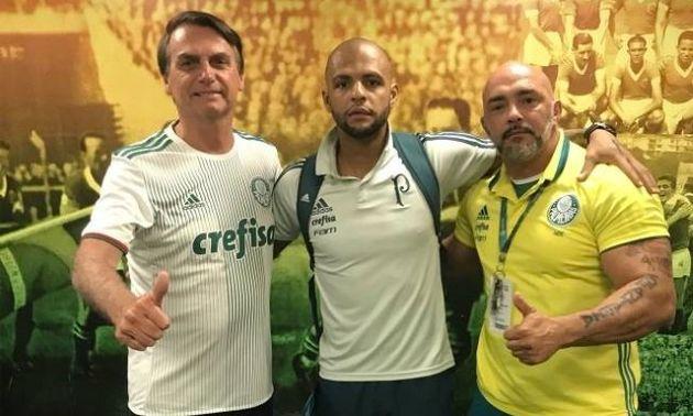 Bolsonaro visitou as instalações do Palmeiras e posou com Felipe
