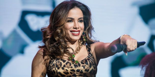 Anitta é cobrada por fãs para se posicionar contra Jair