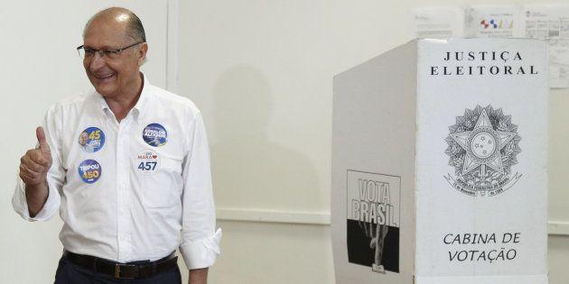Geraldo Alckmin vota em colégio eleitoral em São