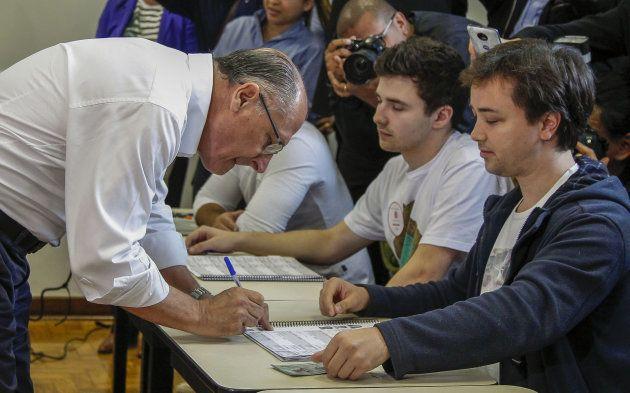 Geraldo Alckmin vota em São