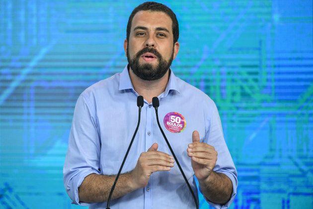 Guilherme Boulos (PSOL) participa de debate entre presidenciáveis na Rede Globo, em São