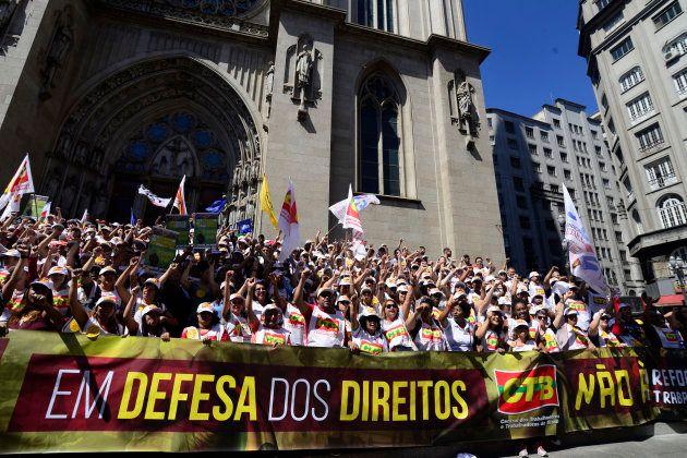 Manifestantes contra reforma da Previdência alegam perda de
