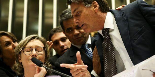 Articulista reflete sobre adesão à retórica agressiva do candidato Jair Bolsonaro, que lidera as pesquisas...