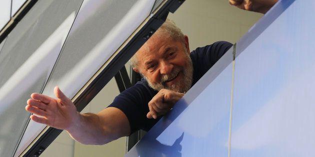 O ex-presidente Lula no Sindicato dos Metalúrgicos, em São Bernardo, antes de se entregar à Polícia Federal,...
