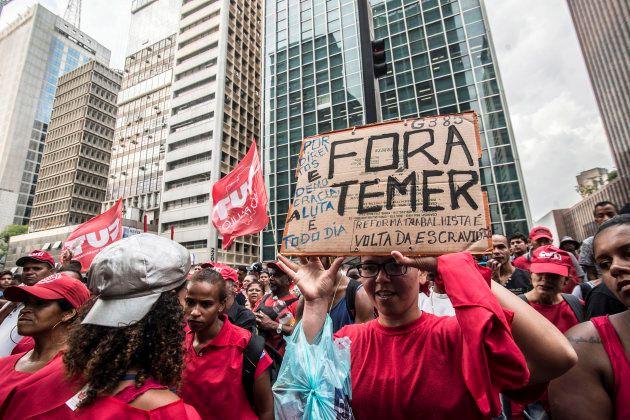 Movimentos sociais protestam contra o presidente Michel