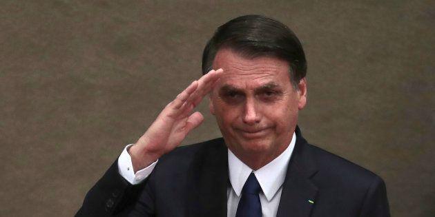 Bolsonaro diz que pretende assinar decreto para liberar posse de arma de