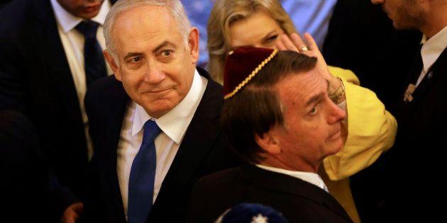 O primeiro-ministro de Israel, Benjamin Netanyahu, e o presidente eleito do Brasil, Jair Bolsonaro, saem...