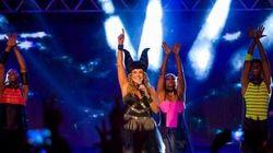 Bloco de Daniela Mercury tem beijaço gay e campanha a favor das