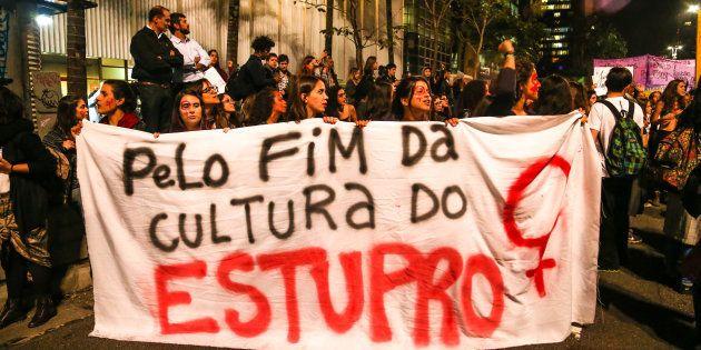 Ato Por Todas Elas na Avenida Paulista, contra o