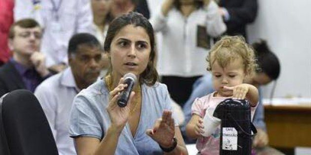 Manuela D'Ávila é deputada e mãe da pequena