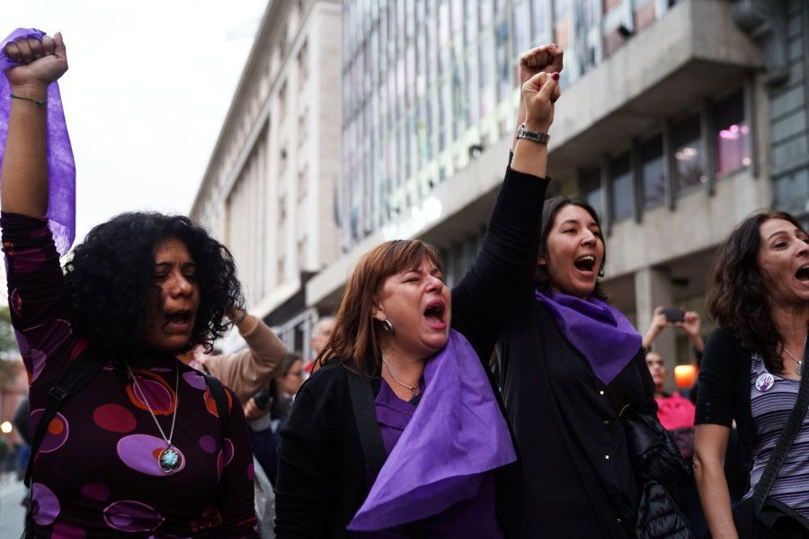 As mulheres em protesto contra o feminicídio na Argentina em abril de