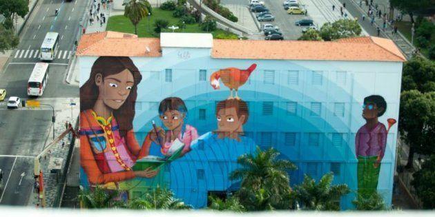 A artista Luna Buscchinelli vai inaugurar na próxima sexta-feira (16)o maior mural de grafite do mundo...
