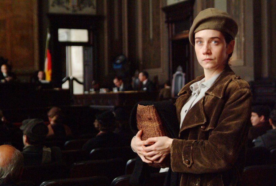 A atriz Camila Morgado interpreta Olga Benário no filme Olga (2004), que conta a história da revolucionária...