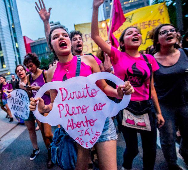 Um projeto de lei quer mostrar imagens de fetos 'mês a mês' a mulheres vítimas de