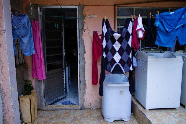 A casa onde Vitória vive com a mãe e o filho, na periferia da zona norte de São