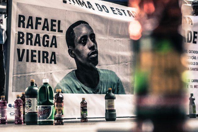 O morador de rua Rafael Braga, preso durante os protestos de 2013, foi condenado a 11 anos de prisão...