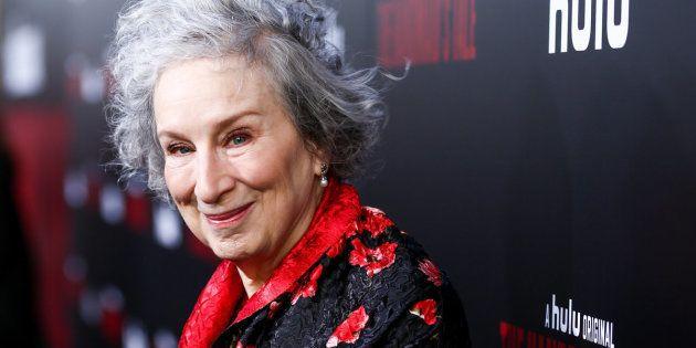 Margaret Atwood, autora de O Conto da Aia, na estréia da série baseada no