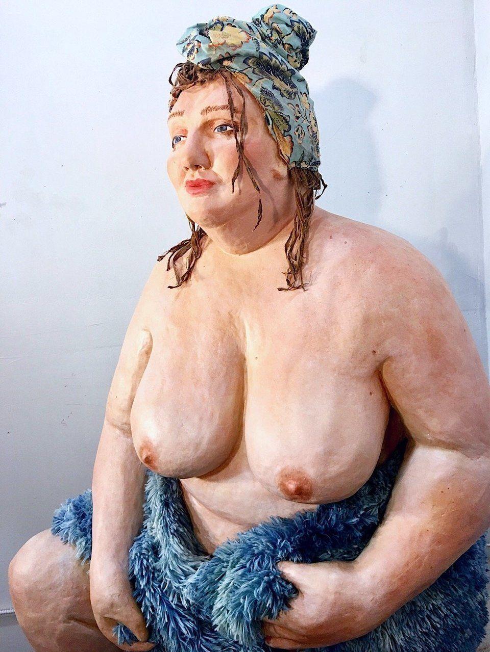Shona McAndrew encontra beleza em esculturas 'plus size' e em si