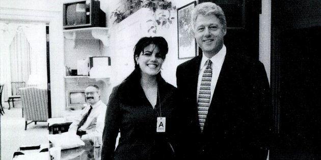 Uma foto rara divulgada pela Casa Branca mostra Monica Lewinsky ao lado do presidente Bill Clinton, em...