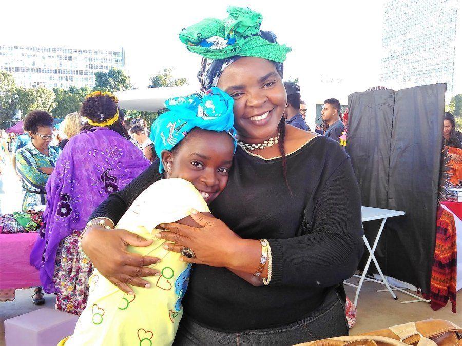 Cecile e a filha de 12 anos: reencontro depois de três anos de