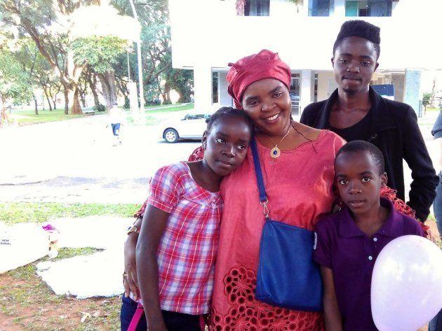 Cecile e os três filhos mais