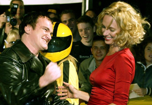Tarantino brinca com Thurman em premiére do Kill Bill Vol. 1, em