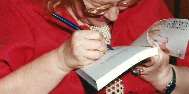 Rose Marie Muraro autografa seu