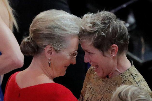 Ao descer do palco, Frances foi parabenizada por Meryl