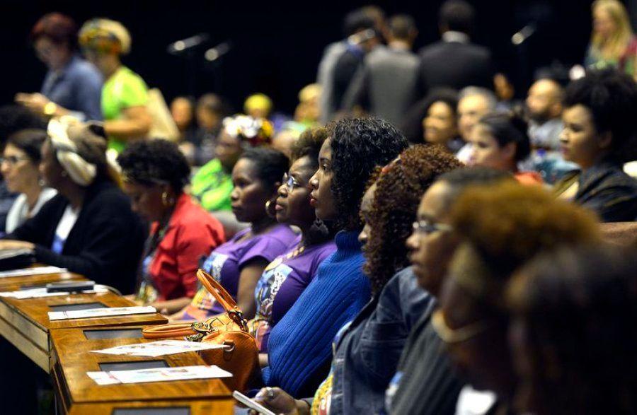 7 projetos sobre direitos das mulheres que podem ser aprovados nesta semana no Congresso