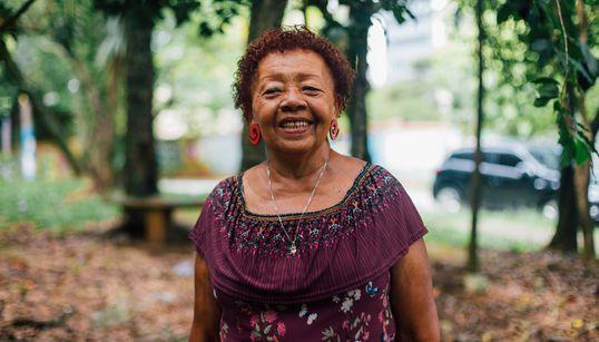 Da roça da Bahia à sonhada viagem pela Europa: A mulher que espalha afeto por onde