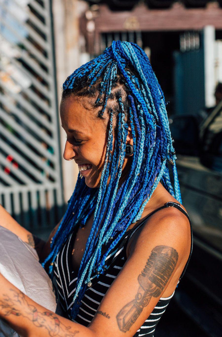 Em seu rap, Luana Hansen canta sobre sua identidade como mulher negra, periférica e