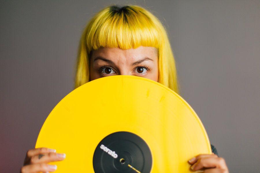 Conquistar seu espaço como DJ, num ambiente dominado por homens, também foi uma batalha para Mari