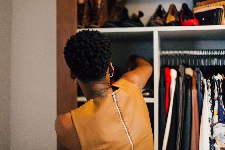 Foi manicure, trançava cabelos, fazia artesanato, trabalhou em áreas administrativas, foi telemarketing:...