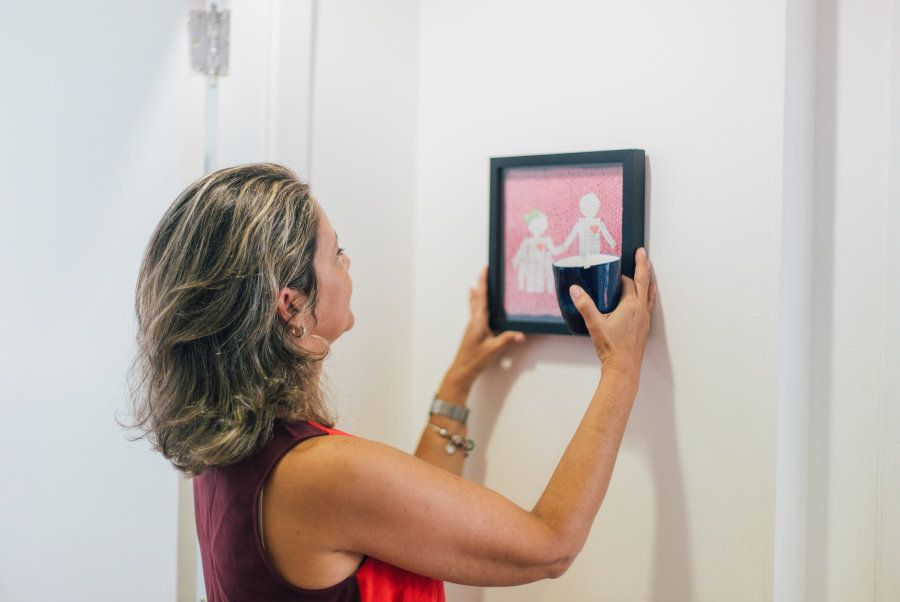 O quadro da foto acima Silvia ganhou de uma paciente como reconhecimento de seu trabalho e, principalmente,...
