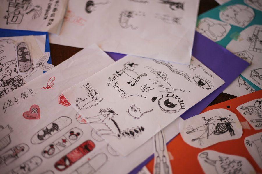 Desde pequena, Helen rabiscava histórias em quadrinhos para a irmã, customizava camisas, cadernos, fazia...