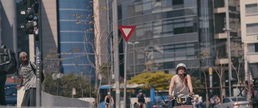 Teresa Chaves, professora de História em um colégio de São Paulo, é uma das personagens do