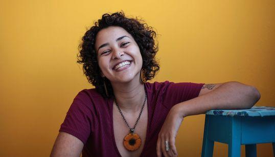 Juliana Pina, a artista que incentiva o poder de outras mulheres no mundo da